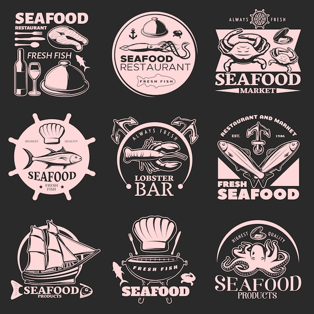 Эмблема с морепродуктами на темном фоне с заголовками свежих морепродуктов и свежей рыбы высшего качества Бесплатные векторы