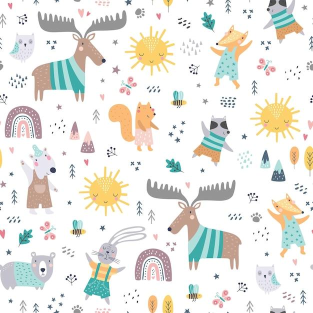숲 동물들과 함께 완벽 한 유치 한 패턴입니다. 귀여운 사슴, 곰, 너구리, 여우, 재미있는 캐릭터. 프리미엄 벡터