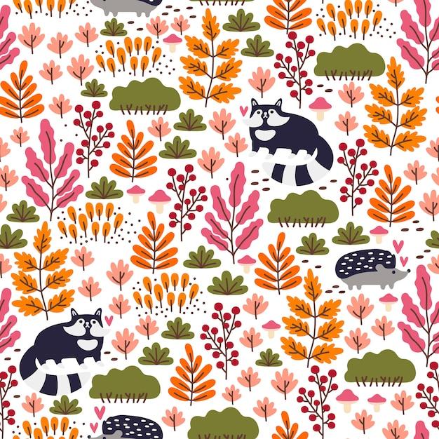 かわいいアライグマ、ハリネズミ、キノコ、果実、紅葉とのシームレスな森のパターン。秋の壁紙。 Premiumベクター