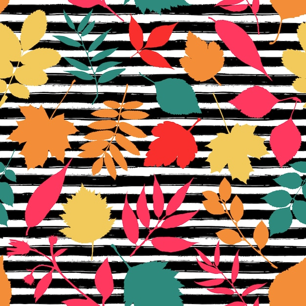 Seamless pattern of autumn leaves Free Vector