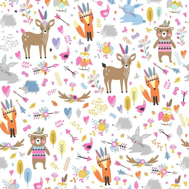 Бесшовный фон с милыми племенными животными в мультяшном стиле. иллюстрация лесных друзей, медведь, олень, лиса, ёжик, белка, сова. Premium векторы
