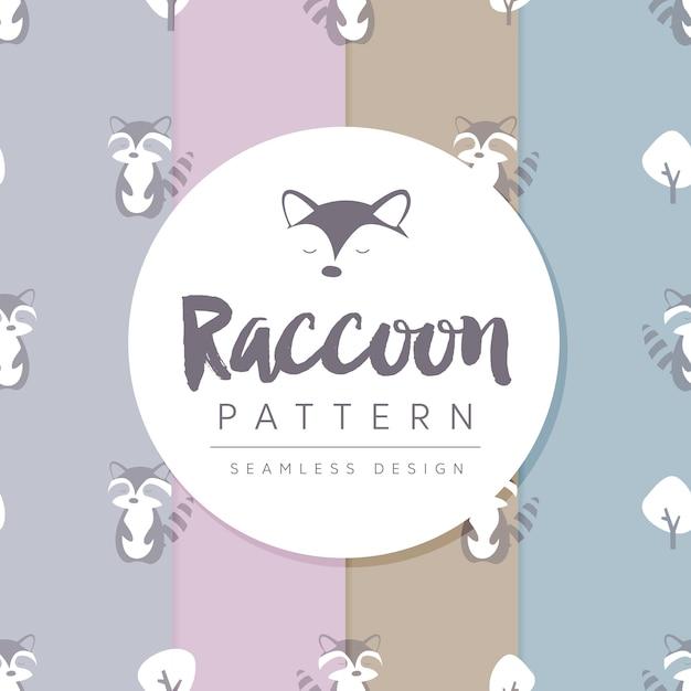 Бесшовный узор с racoon между деревьями Premium векторы