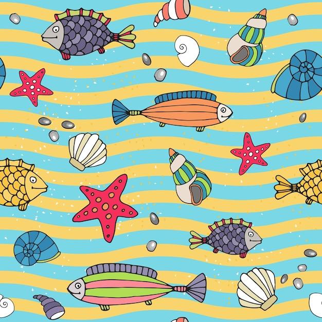 Бесшовные векторные шаблон морской жизни на берегу моря с волнистыми чередующимися линиями синего и желтого цветов, изображающими волны и песок с разбросанными морскими звездами и рыбами в различных дизайнах Бесплатные векторы
