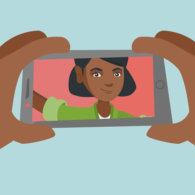 Молодая афро-американская женщина делая selfie. Premium векторы
