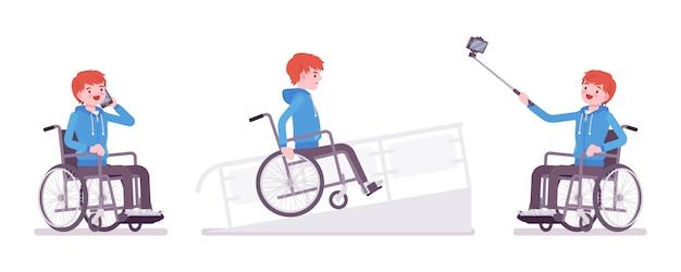電話、selfieカメラ、ランプ上の男性の若い車椅子ユーザー Premiumベクター