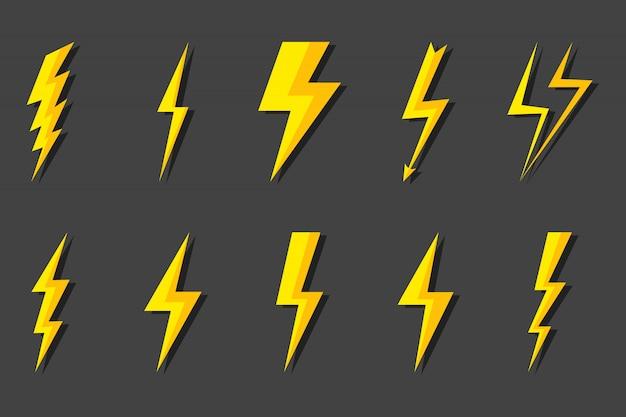 ライトニングボルトを設定します。サンダーボルト、落雷。モダンなフラットスタイルの図。 Premiumベクター