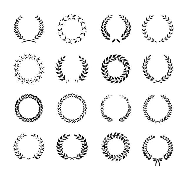 Набор черно-белых круговых венков из лавровых листьев и пшеницы, изображающих награду Бесплатные векторы