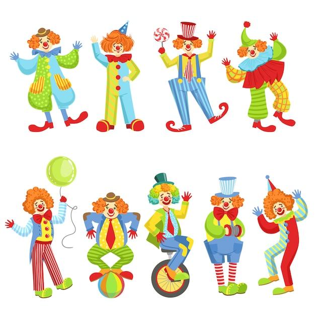 Набор красочных дружественных клоунов в классических нарядах Premium векторы