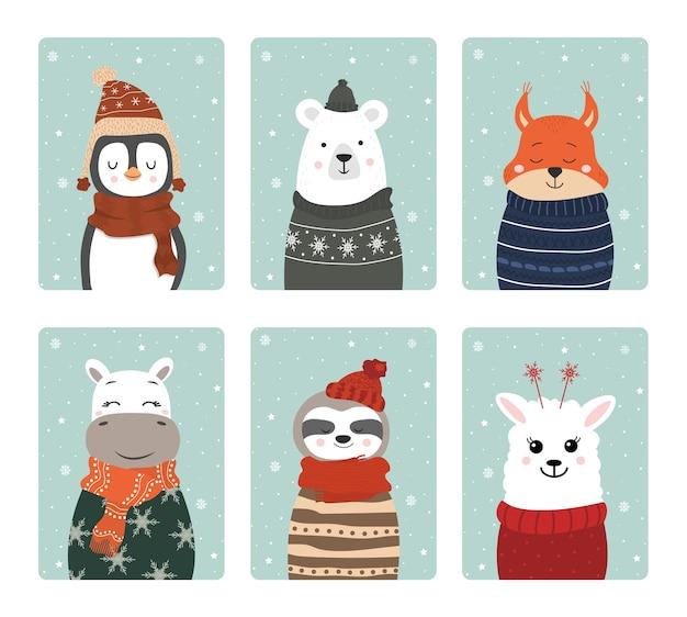 Набор милых зимних улыбающихся животных со снежинками. Premium векторы