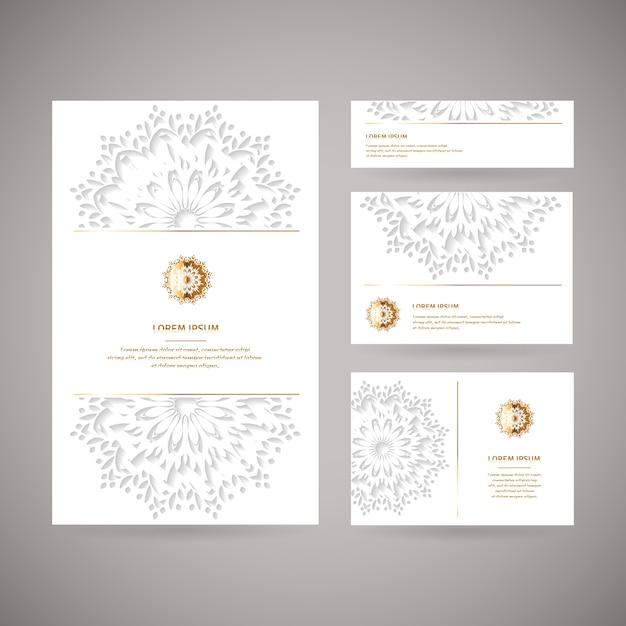 Набор из четырех декоративных золотых карточек с цветком восточной мандалы, свадебный шаблон, белый цвет. этнический старинный образец. индийский, азиатский, арабский, исламский, османский мотив. Premium векторы