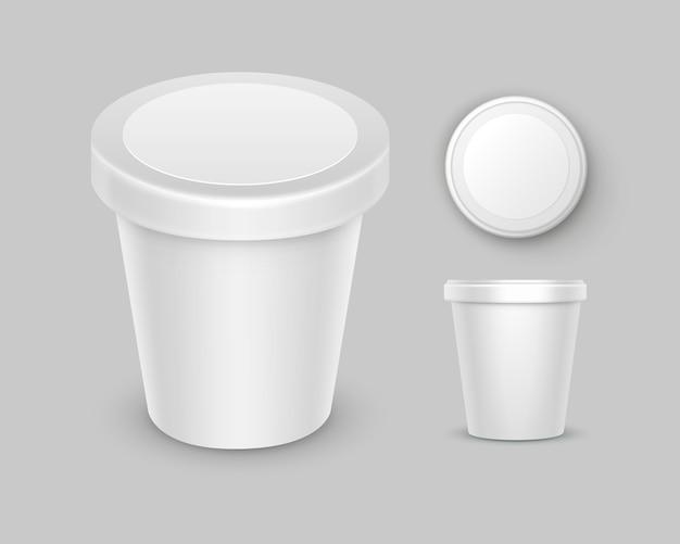 デザート、ヨーグルト、アイスクリーム、パッケージデザインのラベルが付いたサワークリームの白い空白の食品プラスチックの桶バケットコンテナーのセット Premiumベクター