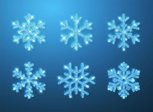 파란색 배경에 빛나는 파란색 반짝이 빛나는 눈송이. 크리스마스와 새해 장식. 프리미엄 벡터