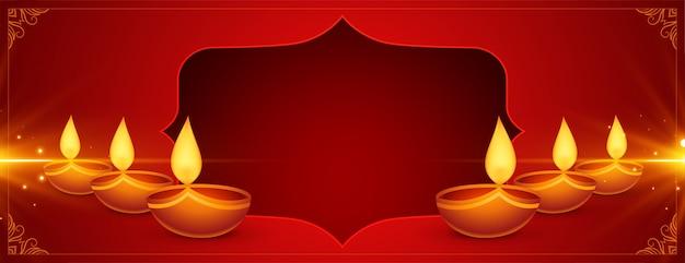 Bandiera rossa di diwali felice brillante con diya Vettore gratuito