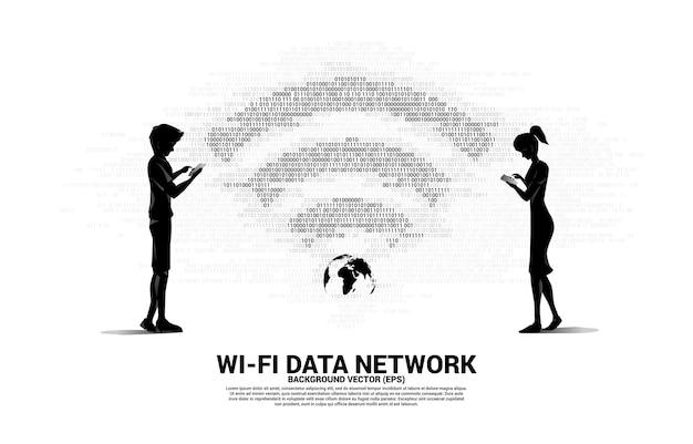 携帯電話とwi-fiネットワークアイコンとシルエットの男性と女性。移動体通信グローバルネットワークの概念。 Premiumベクター