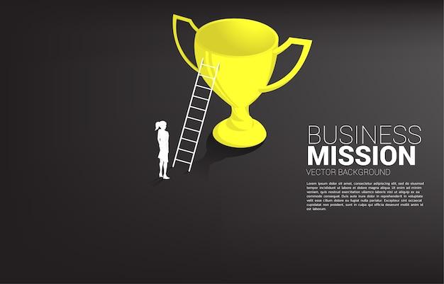 チャンピオントロフィーの上にはしごと実業家のシルエット。ビジョンミッションのコンセプトとビジネスの目標 Premiumベクター