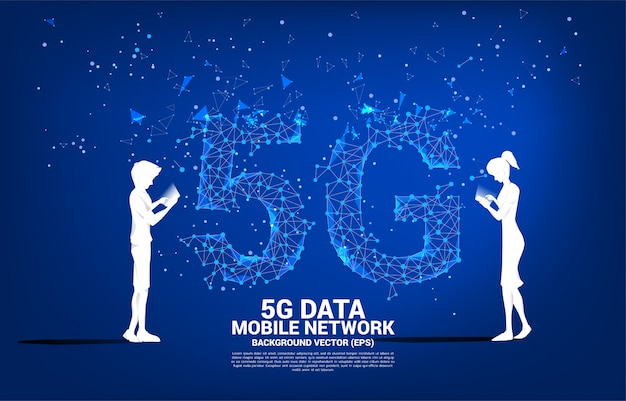 男と女のシルエットは、未来的なポリゴンドット接続線背景で携帯電話を使用します。自宅から離れた場所で仕事をするためのコンセプトとテクノロジー。 Premiumベクター