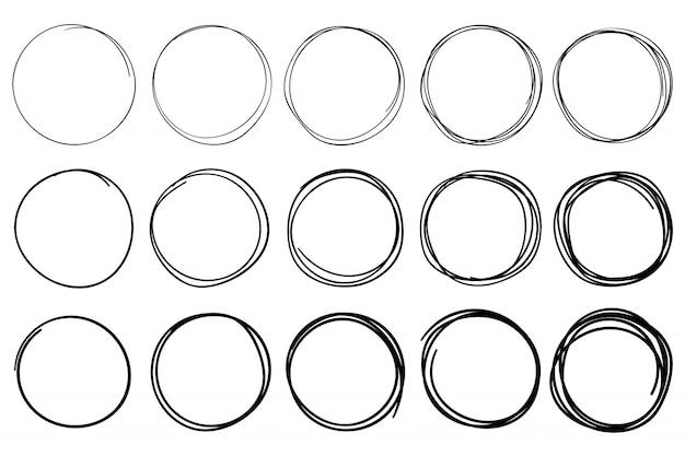 円をスケッチします。円形の落書きフレーム、手描きペンストローク円、丸で囲まれたフレーム分離ベクトルを設定 Premiumベクター