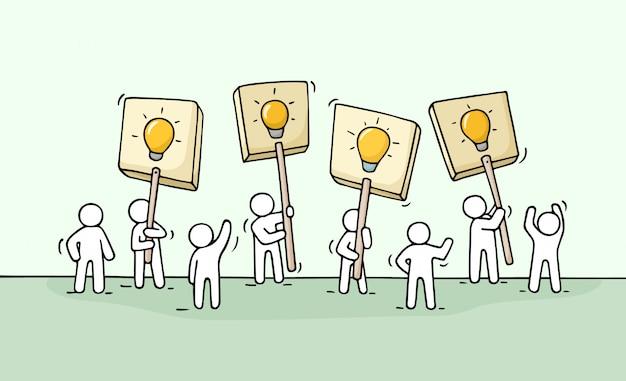 Эскиз толпы маленьких людей с идеями лампы Premium векторы