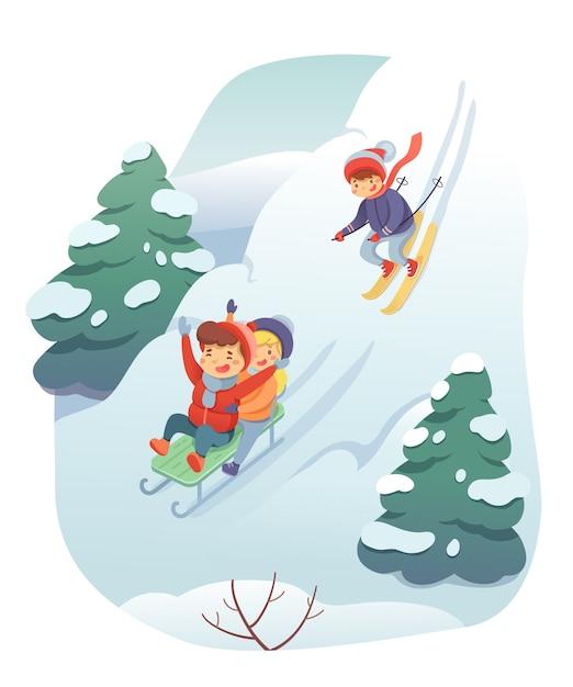 スキーとそりのイラスト、雪の丘の風景、そりの子供たちとスキーの漫画のキャラクターが山を下って行く、楽しい子供たち。アクティブな休息、冬のレジャーのコンセプト Premiumベクター