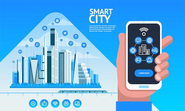 Умный город. городской пейзаж со зданиями, небоскребами и транспортным движением. рука держит смартфон Premium векторы