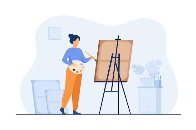 Улыбающаяся женщина, стоящая возле мольберта и живопись плоской иллюстрации. Бесплатные векторы