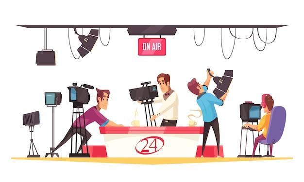 Социальная мультипликационная композиция с журналистом перед монитором и кинооператорами с плоской иллюстрацией видеокамеры Бесплатные векторы