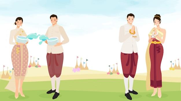 Счастливые тайские пары наслаждаются фестивалем воды songkran с иллюстрацией космоса экземпляра Premium векторы