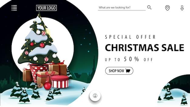 特別オファー、クリスマスセール、冬の風景とギフト付きのポットのクリスマスツリーの美しい割引バナー敵のウェブサイト Premiumベクター