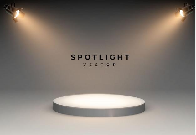 明るい白色光が光るステージセットのスポットライト。照光式フォルムプロジェクター、スタジオ照明用プロジェクターのイラスト下から表彰台まで4つのスポットライトが光ります。 Premiumベクター
