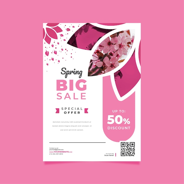Spring sale flyer template with blossom flowers Free Vector