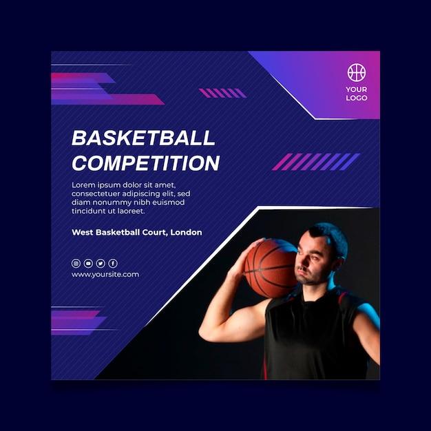 Modello di volantino quadrato con giocatore di basket maschile Vettore gratuito