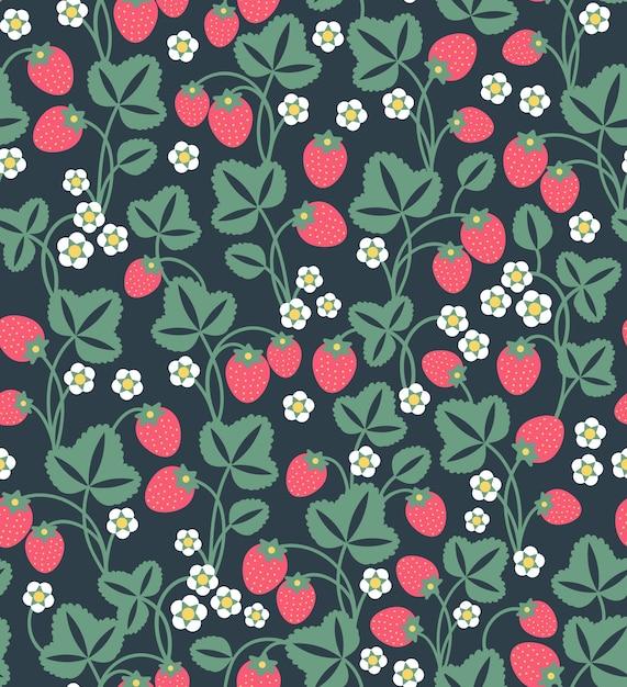 イチゴの背景。イチゴのシームレスなフルーツパターン。赤いイチゴとかわいい白い花と葉。黒の背景。 Premiumベクター