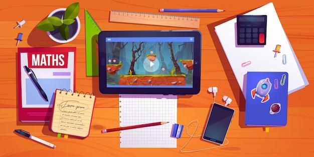 Вид на рабочий стол студента, домашний рабочий стол подростка с планшетом канцелярских принадлежностей и компьютерной игрой Бесплатные векторы