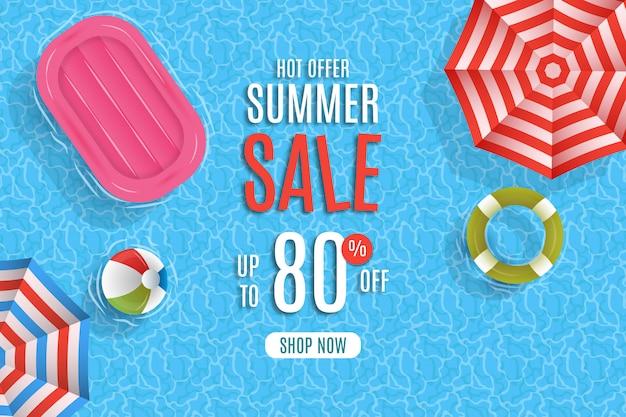 傘とプールの背景を持つ夏のセール Premiumベクター