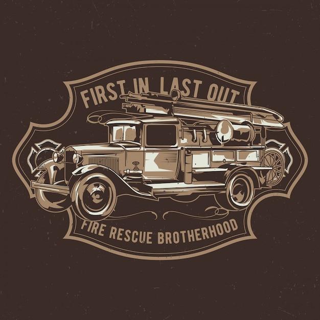 Дизайн этикетки футболки с иллюстрацией старинной пожарной машины. Бесплатные векторы