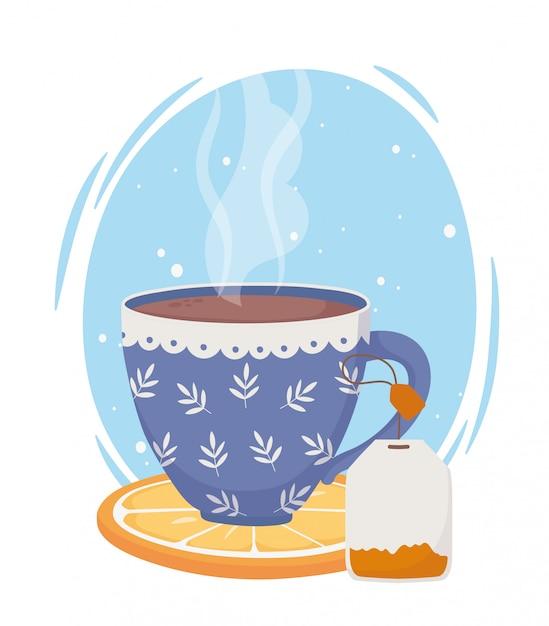 Время чая, синяя чашка с пакетиком чая на ломтике апельсина Premium векторы