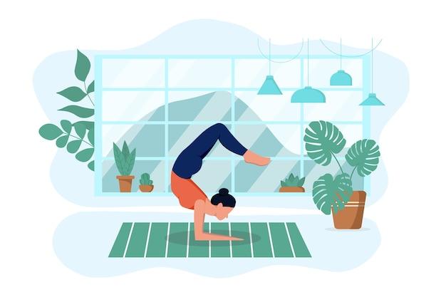 소녀는 집의 깔개에 거실에서 요가를 연습합니다. 운동하고 이완한다 프리미엄 벡터