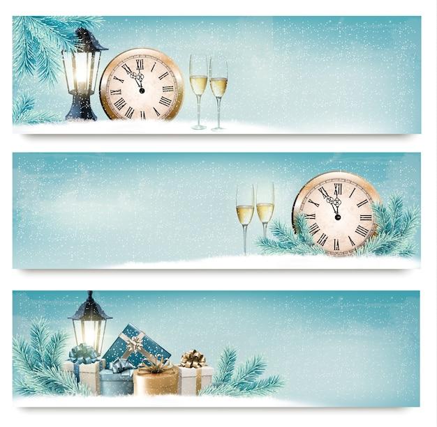 Три рождественских, новогодних баннера с подарочными коробками, фонарями и шампанским. Premium векторы