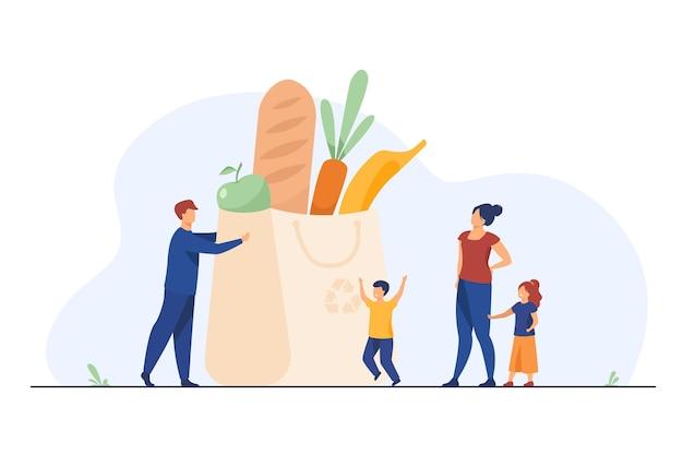 Крошечная семья в продуктовом пакете со здоровой едой. родители, дети, свежие овощи плоской иллюстрации Бесплатные векторы