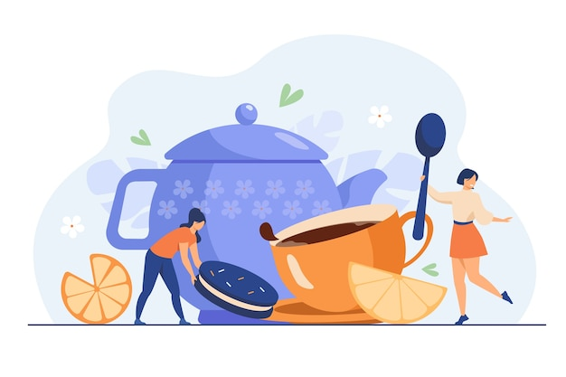 Крошечные женщины пьют чай с печеньем плоской векторной иллюстрации. мультяшная девочка катит ломтик лимона в огромную чашку с горячим напитком. время чая и концепция работы праздничной зимней вечеринки Бесплатные векторы