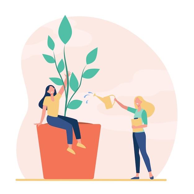 Крошечные женщины выращивают и поливают растение в горшке Бесплатные векторы