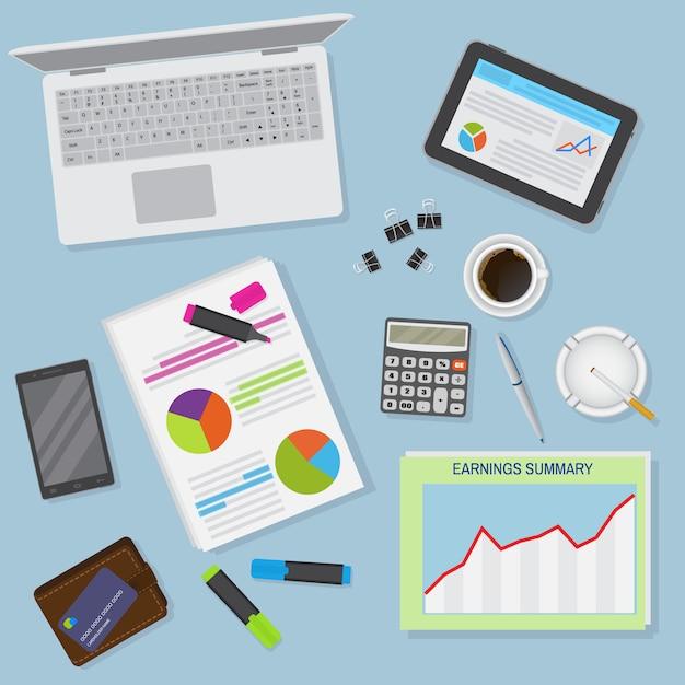 노트북, 디지털 장치, 금융 및 비즈니스 개체를 포함하여 사무실 책상 배경의 상위 뷰. 프리미엄 벡터