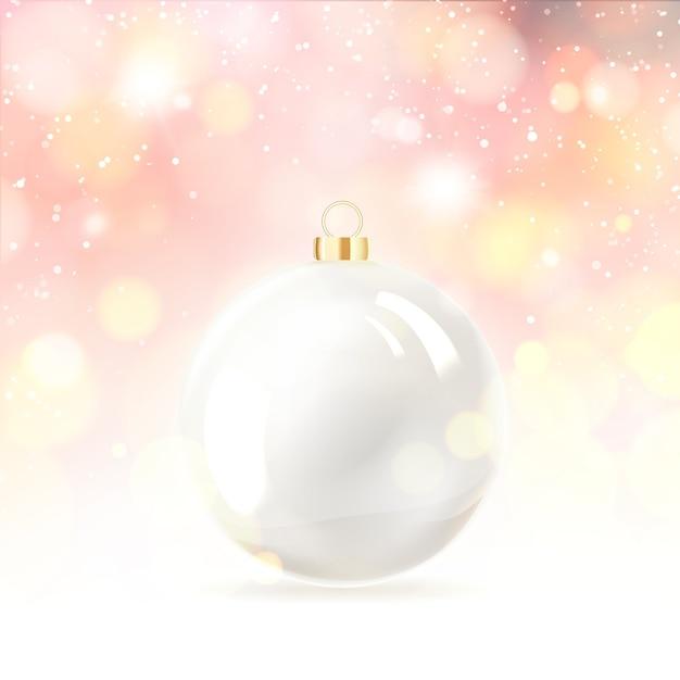 Игрушечный шар для новогодней елки над снегом Бесплатные векторы