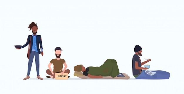Бродяги бедные бездомные персонажи нуждающиеся деньги нищие группа просят о помощи безработица бездомный безработный концепция плоская полная длина горизонтальный Premium векторы