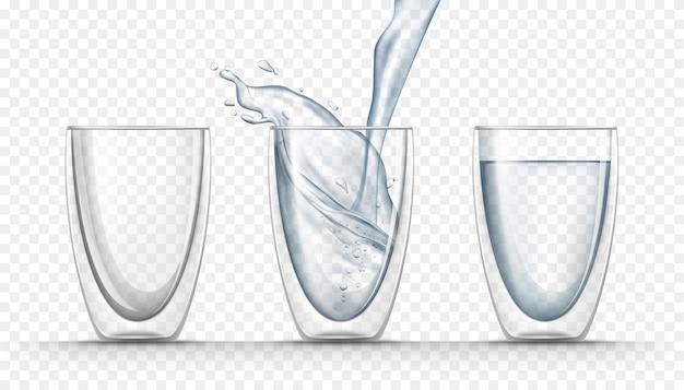 현실적인 스타일의 신선한 물로 투명한 유리 컵 무료 벡터
