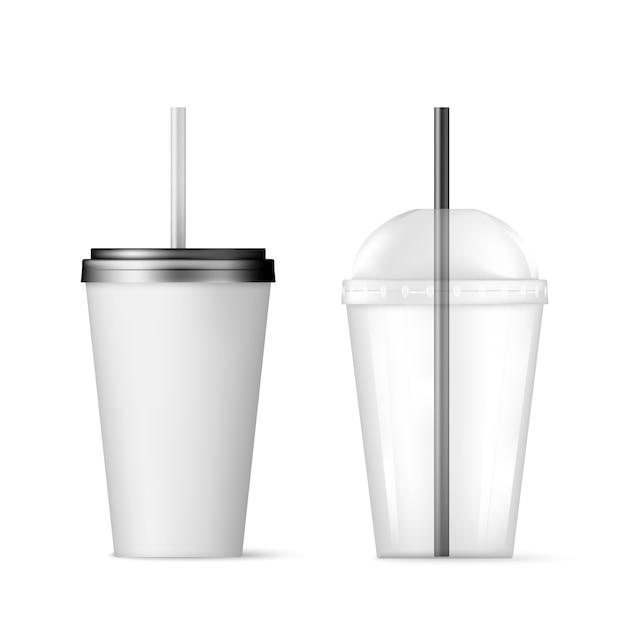 Прозрачный пластиковый одноразовый стаканчик с трубочкой. Premium векторы