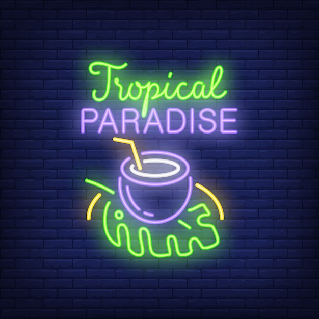 Tropical paradise lettering with coconut drink on leaf. Free Vector