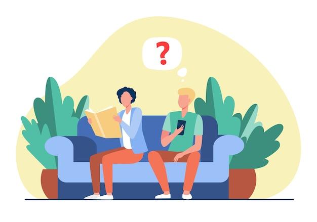 本とスマートフォンが付いているソファーに座っている2人の男。読書、デバイス、ソファフラットベクトルイラスト。レトロおよびデジタル技術 無料ベクター