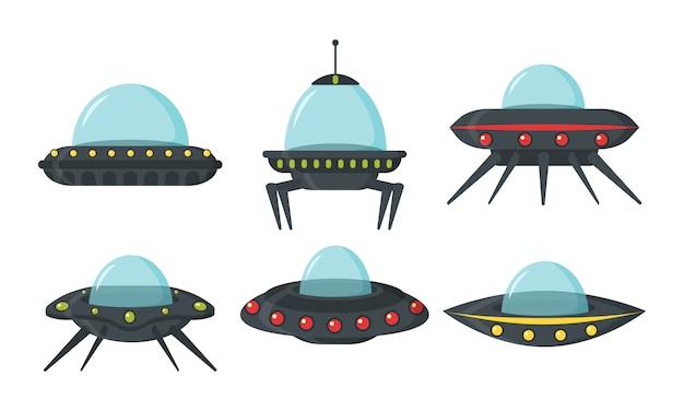 Ufoセット、エイリアンの宇宙船、フラットスタイル。ゲームuiのエイリアンサークルプレートのカラーセット。輸送用プレートの形の宇宙船。 nloは漫画のスタイルに設定されています。 。 Premiumベクター