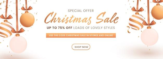 Скидка до 75% на дизайн заголовка или баннера рождественской распродажи, украшенные висячими шарами. Premium векторы